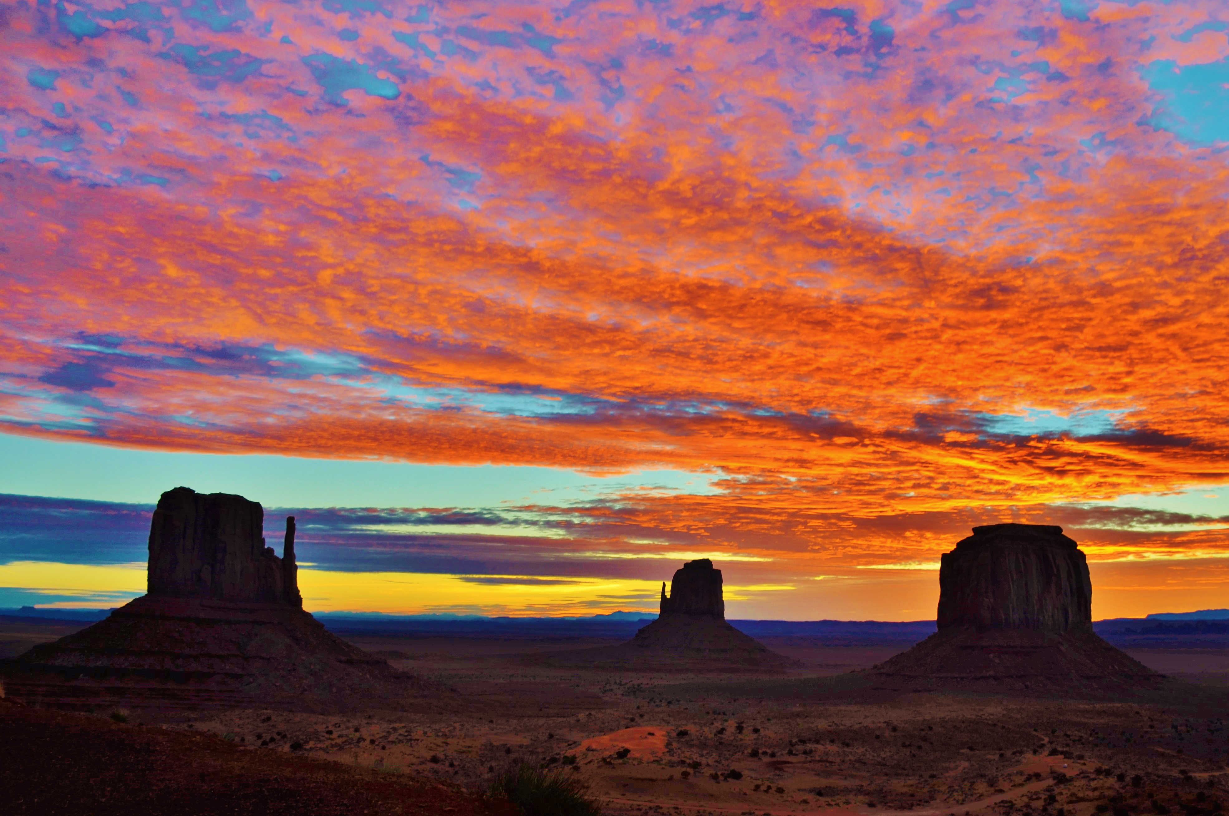 Photo by Russ Harwell     Monument Valley Sunrise